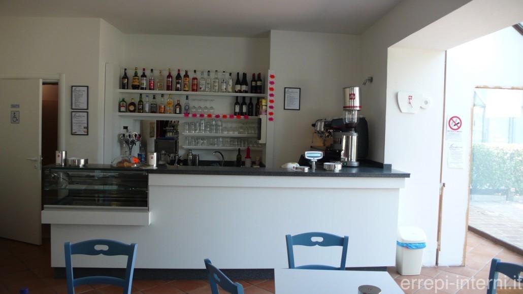 Bancone bar lineare errepi falegnameria arredamenti for Ravelli arredamenti